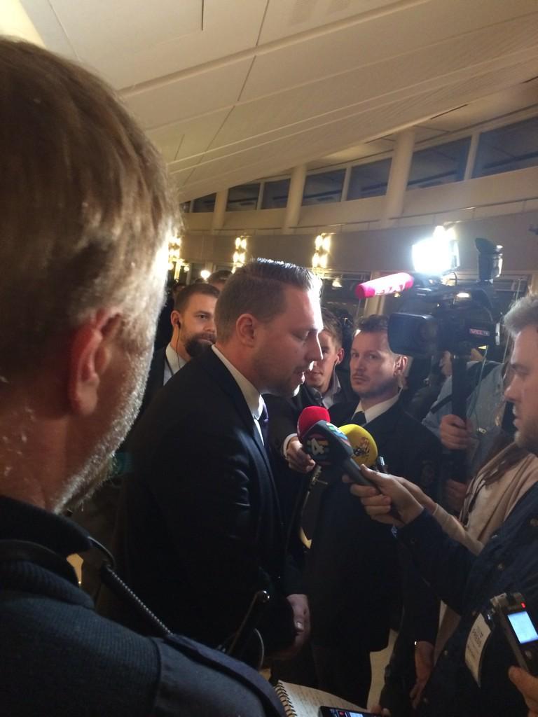 Ekots Lova Olsson twittrar: SD:s vik partiledare Mattias Karlsson i fokus efter budgetbeslutet.