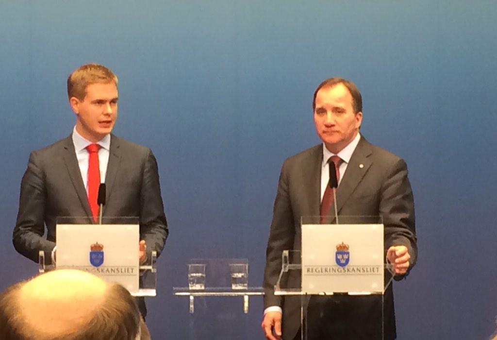 Ekots Ci Holmgren twittrar: Allvarstyngda män på historisk presskonferens. #svpol