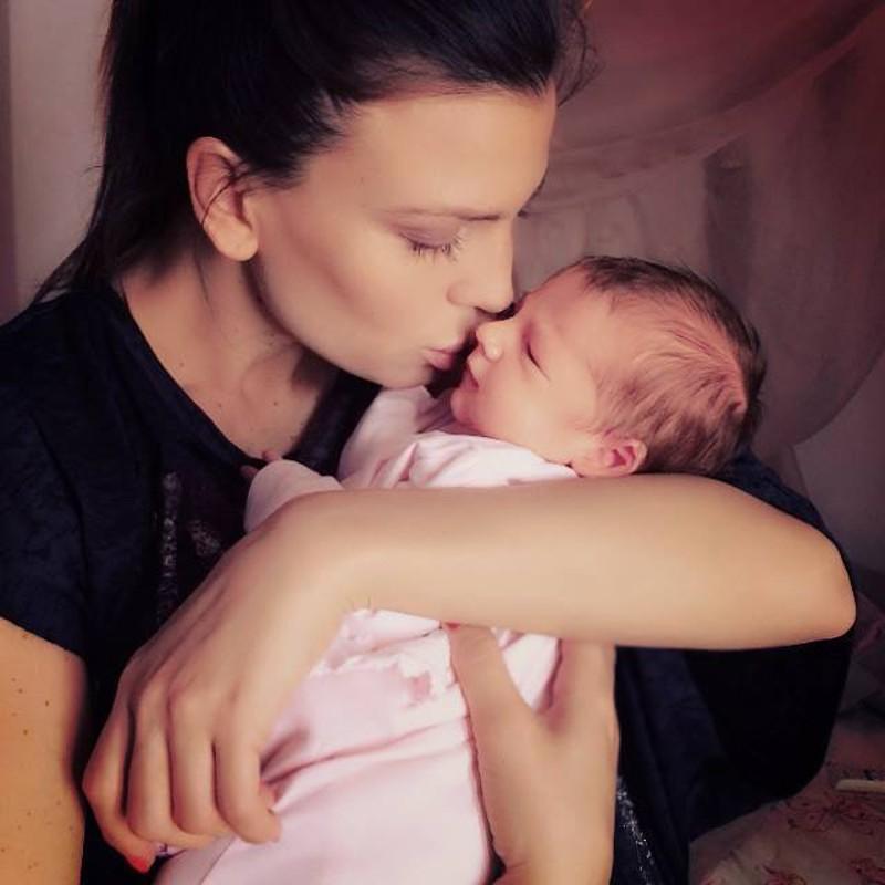 Foto: Claudia Galanti e la figlia Indila Carolina .