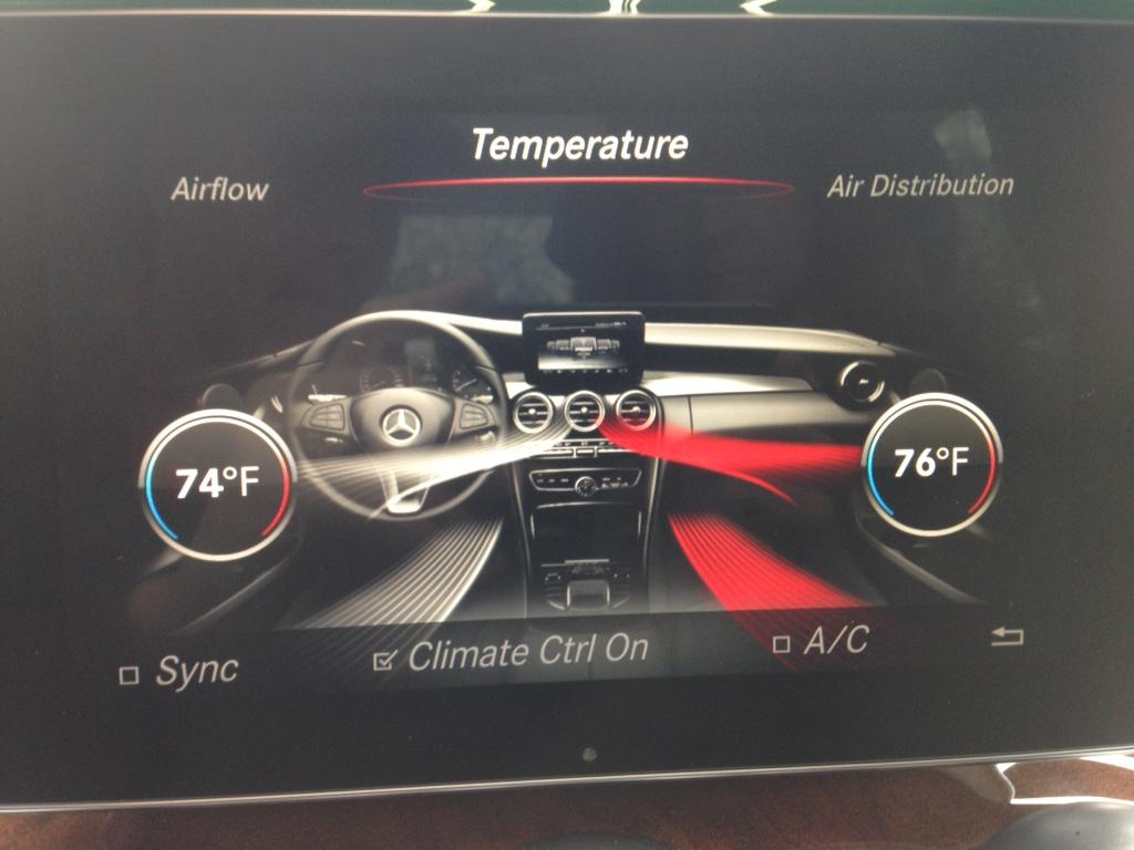 Some like it hot, some like it cold. Mercedes-Benz C300 dual temperature control. @MBofBurlington #testdrive http://t.co/bTChpo2K1Z