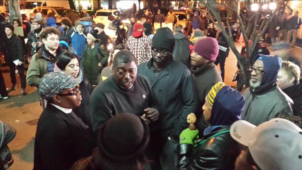 What kind of family did #EricGarner come from? His step-dad TONIGHT asking protestors NOT to be violent! #Amazing http://t.co/QPaF9YW2h8