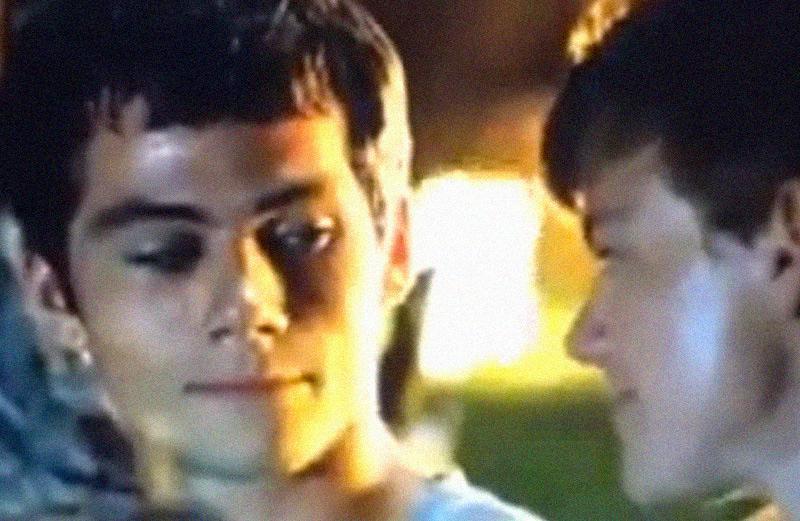 """Dylan O'Brien brinca de beijo gay nas gravações de """"Maze Runner"""" http://t.co/m5iYNzxu9u #MazeRunner http://t.co/J9M9cxJoUW"""