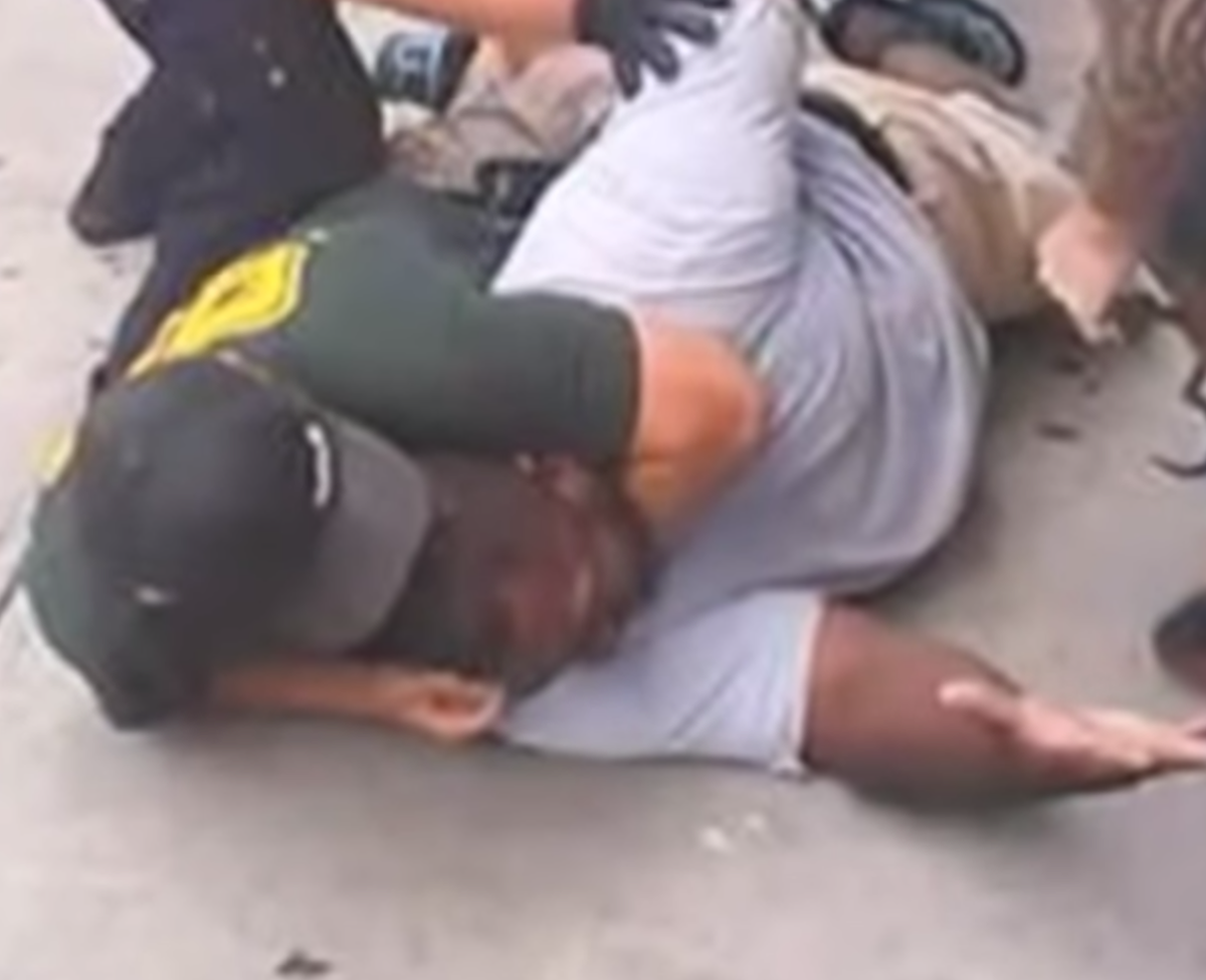 The NYPD officer who put Eric Garner in a fatal chokehold has been cleared http://t.co/SG7X1KU5PA http://t.co/ckNZKKoxVm