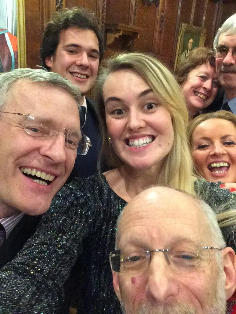 RT @HatfieldCollege: Oscars Selfie, eat your heart out! Here is @hatfieldjcr @HatfieldMCR @theJeremyVine Selfie! #CollegiateWay http://t.co…
