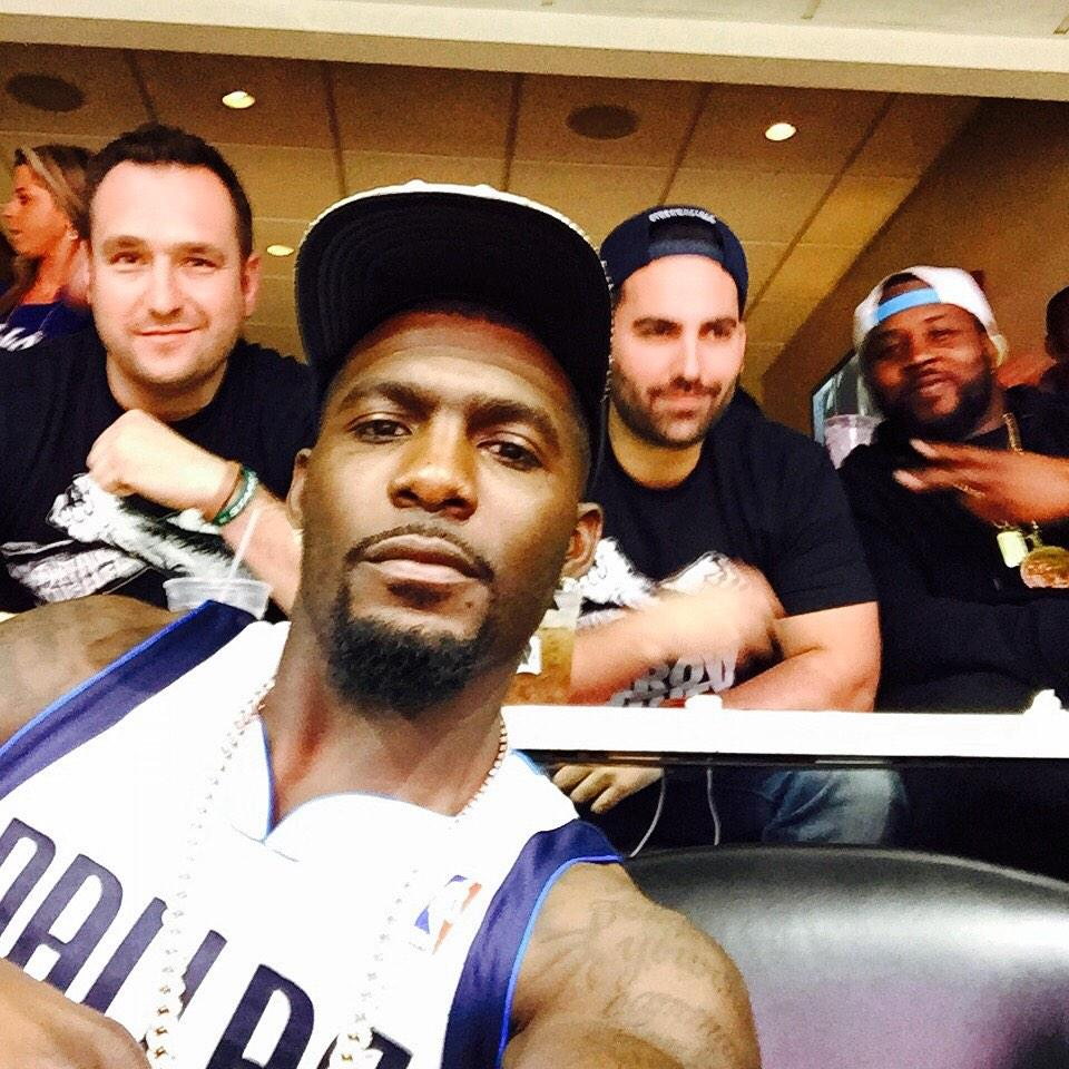 Suite Selfie with @DezBryant and @AdamAlson. Thanks @MCuban for the awesome tickets. Go Mavs! #MFFL http://t.co/ETXCuSOpnS