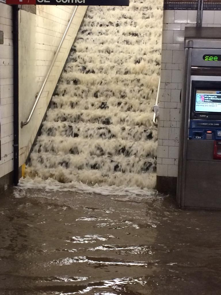 #SubwayNews Water from broken main cascading into station like a waterfall via stairs at E.143rd St #6 station http://t.co/U0VE86qRkI
