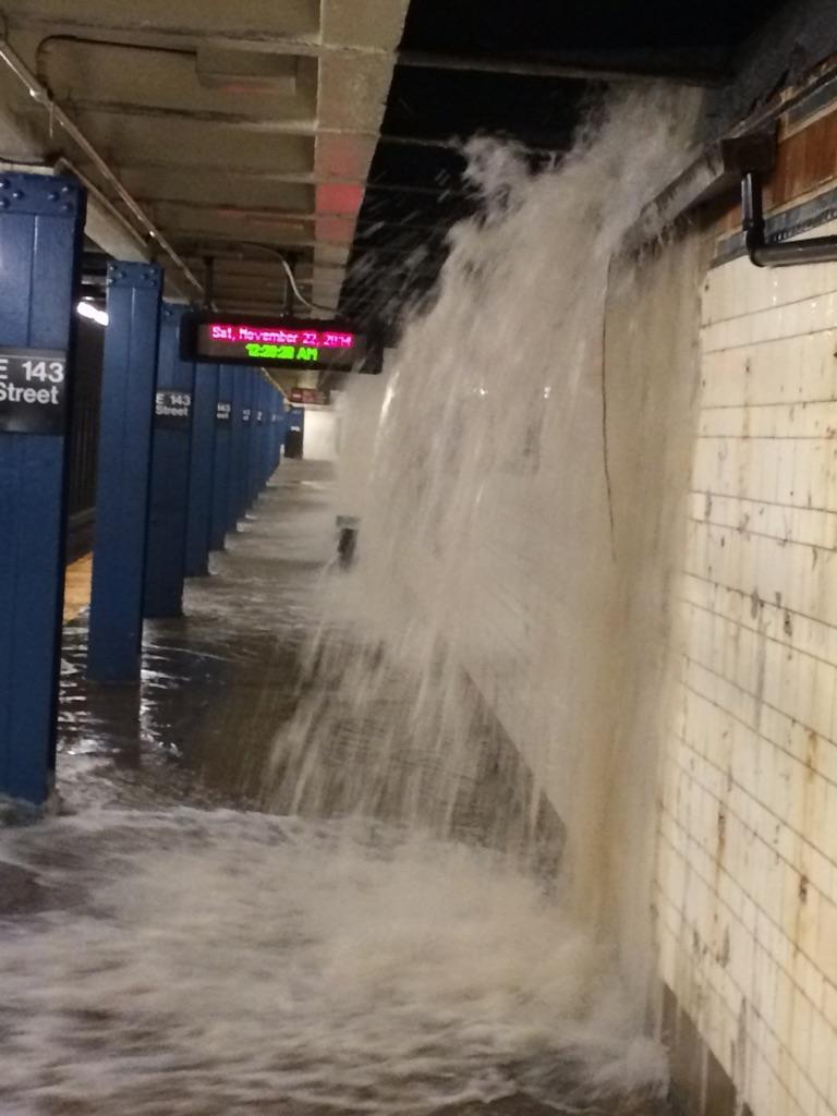 #SubwayNews Water entering thru street grates flooding E.143rd St #6 platform, tracks. http://t.co/JLYMX7u9FG