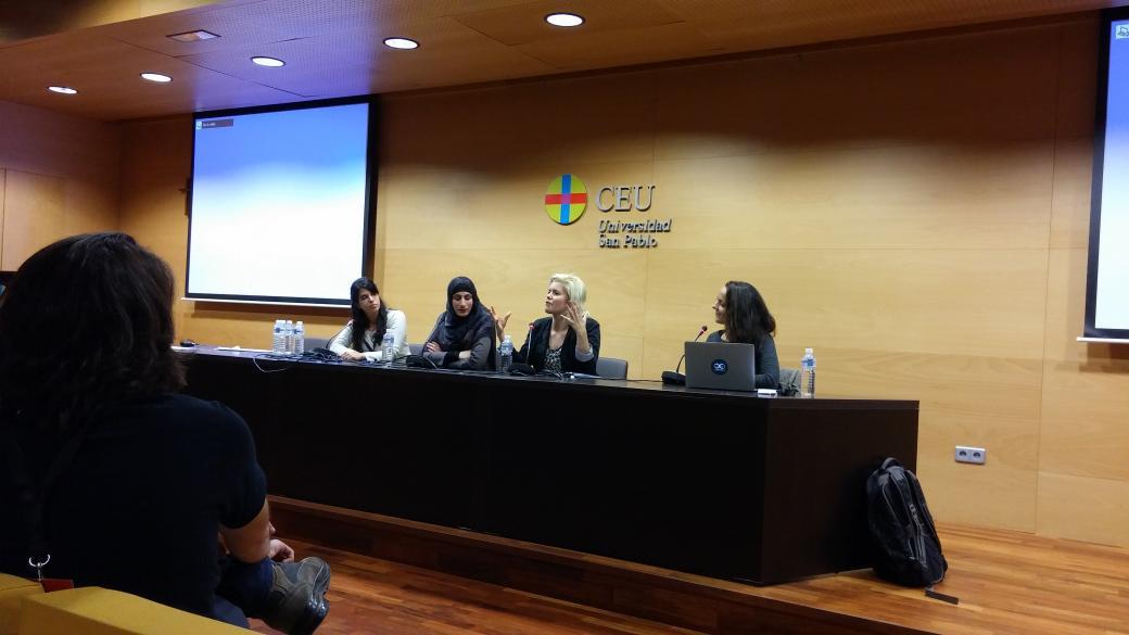 Fireside chat: Women in tech @mariondita @pamelafox @sarasoueidan @emmasesmero at @codemotion_es http://t.co/Nlyo5oUWeT