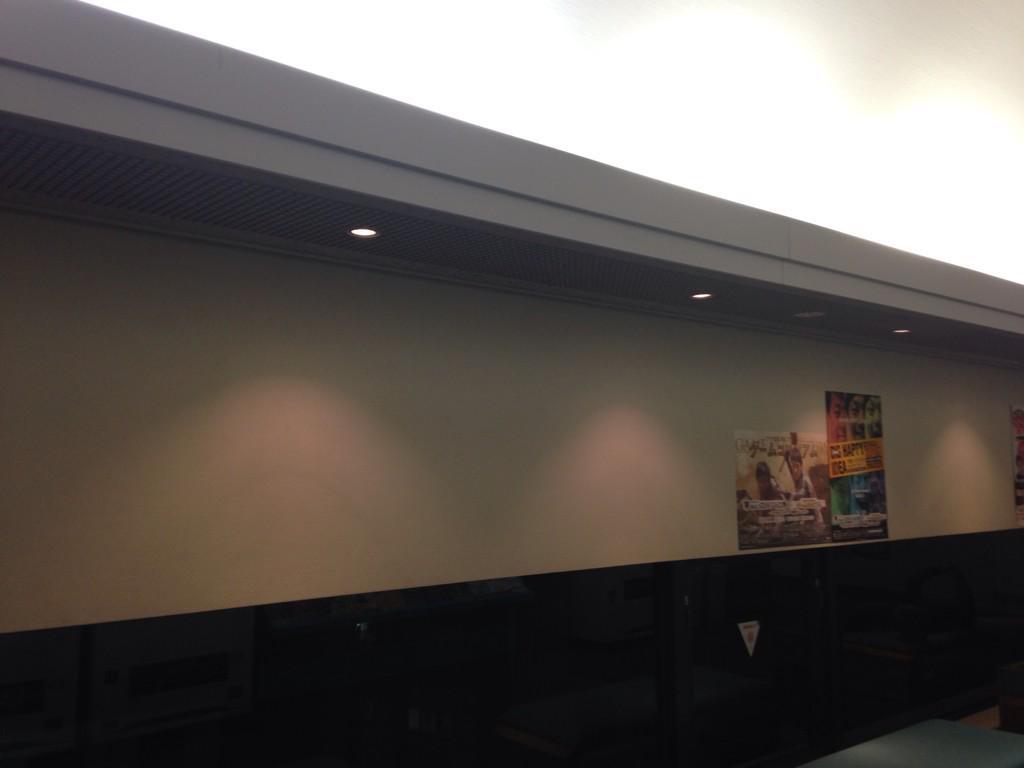 ロビーのポスターがめちゃくちゃ少なくなっとる…終わる…(´・_・`) http://t.co/4dlSaoKZVq