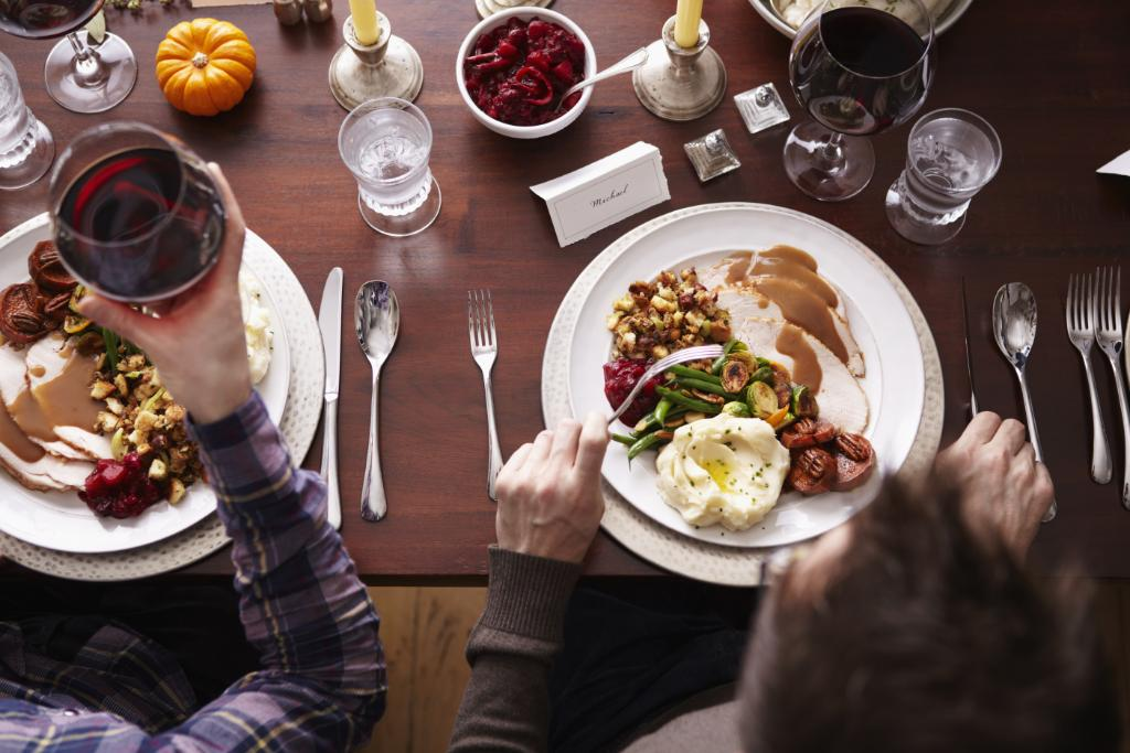 """You will NOT believe the Craigslist ad for this felon's services as a """"Thanksgiving boyfriend"""" http://t.co/B2bunjzBkF http://t.co/IAtk1FkG6y"""