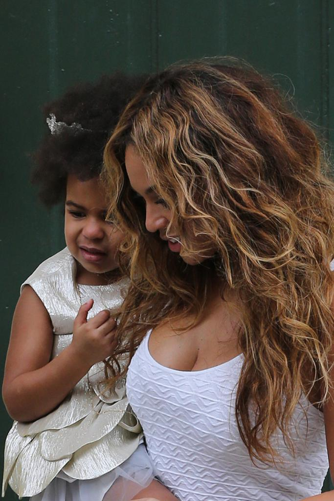Too cute! See how Beyonce & Blue Ivy matched Solange Knowles on her wedding day: http://t.co/S5R5ImTi1M http://t.co/YU4ERxDDyR