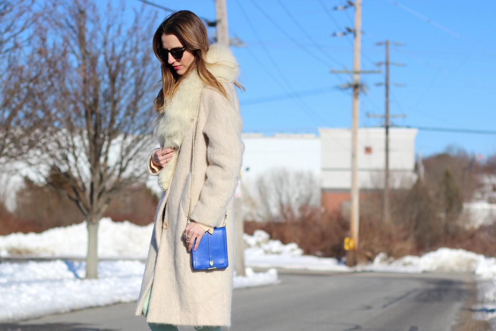 How to take your winter coat from bleak to chic: http://t.co/jhmSHHIrfu http://t.co/QwePXolhza