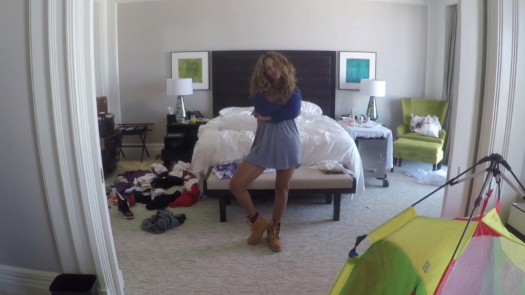 Beyonce's genius #711 video has a hilarious meme:  http://t.co/JREUcUUPI2 http://t.co/IDlogythlg