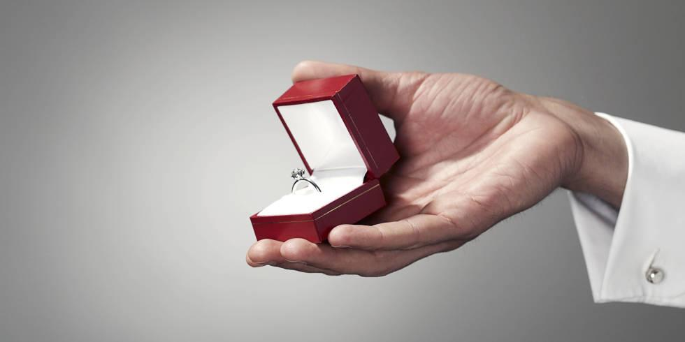 These amazing proposals caught from a camera in the engagement ring box will give you CHILLS: http://t.co/u5L82oNlbY http://t.co/YcT8QVbrZZ
