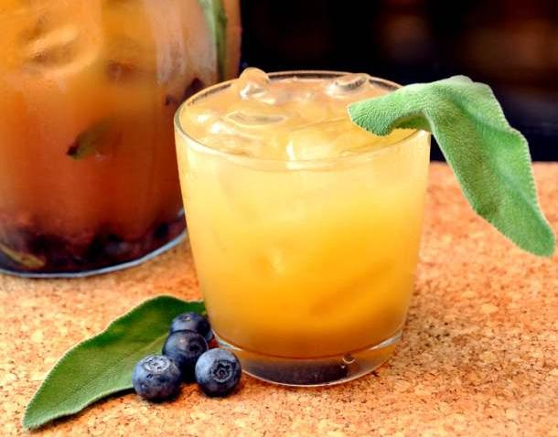 """17 """"Hunger Games"""" inspired drinks that'll make opening weekend of """"Mockingjay"""" taste AMAZING: http://t.co/f2bkxWNgPF http://t.co/Mc2w3fW2Gh"""