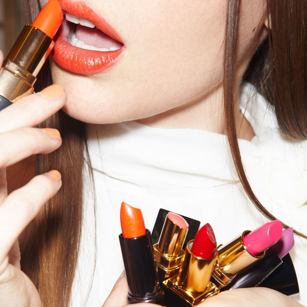 Does the average woman REALLY consume 6 pounds of lipstick in her lifetime?! Find out: http://t.co/Qxd8WzquVb http://t.co/erjioPVXI9