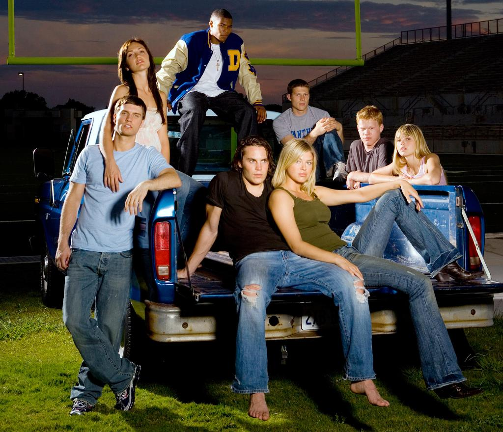 """Clear 👀, full 💕, there was a """"FNL"""" reunion and you are going to LOSE IT: http://t.co/OeC3LfLWLR http://t.co/tNbTQP8N4P"""
