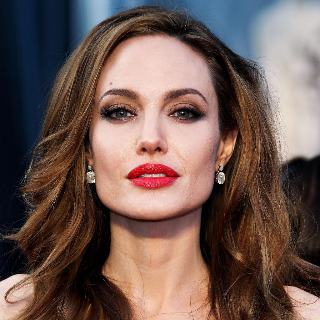 8 celebrities with PERFECT pouts—and the plumping products that create the same effect: http://t.co/f7NMumxEBG http://t.co/MKu82N0f1L