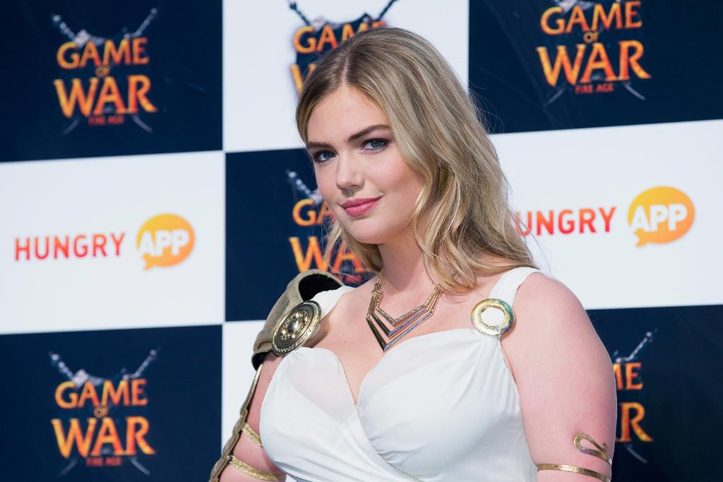 Obsessed with the fact that Kate Upton looks like an actual warrior PRINCESS in this dress 😍 http://t.co/WWlMJLses0 http://t.co/o1K5vQBZj8