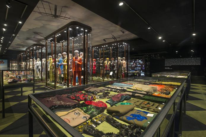 Miuccia @Prada's latest dream space opens in Hong Kong. Welcome to Pradasphere: http://t.co/Rgj6kZzYBY http://t.co/u7oVIVqVPR