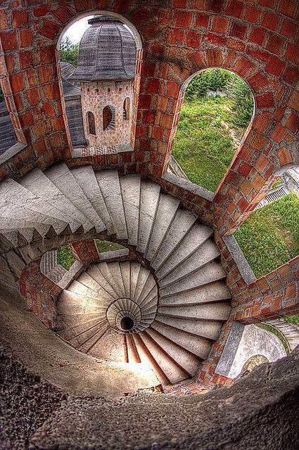 Escaleras con arte - Página 3 B3EzF_3IgAEo31D