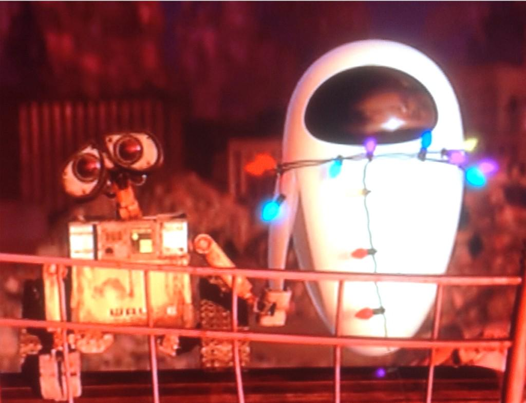 Favourite #Wall-e moment, 5 year old son explaining plot to me because he was worried I wouldn't get it without words http://t.co/9jzfGgfdoR
