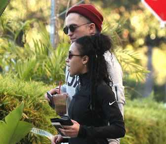 RT #​RobertPattinson Gets Handsy With #FKATwigs' Backside! http://t.co/DkGdgsehVQ http://t.co/dlt2ffKe7Q