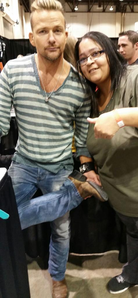 Me and @seanflanery and the scarrrryyy boots! @WizardWorld http://t.co/Vgtq8jw47e