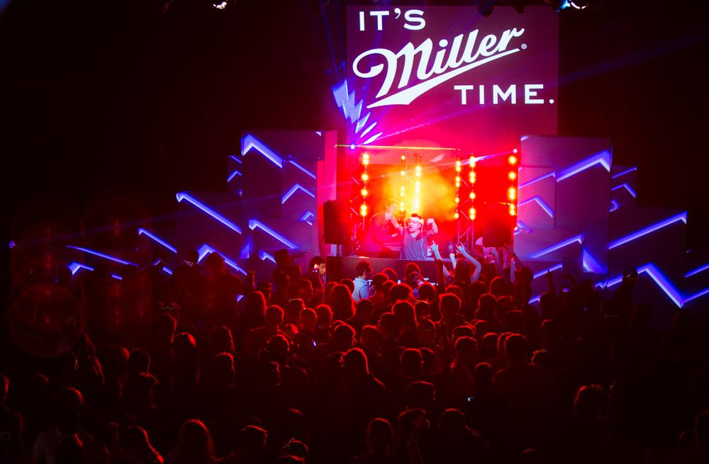We're here at the Mansion House for the Miller Music Tour and @AlexGaudino is on the decks #ItsMillerTime http://t.co/DZbxrqOKaG