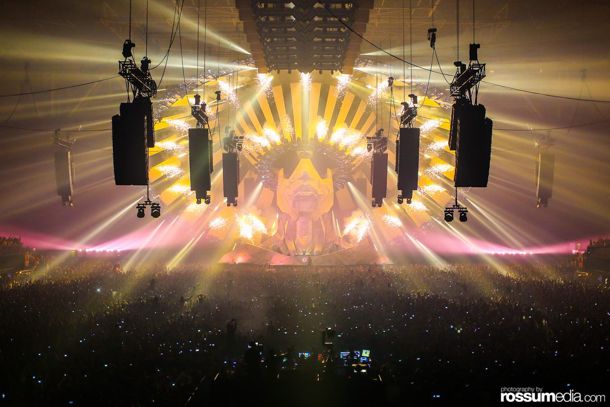 BOOM @Noisecontroller playing that #Qlimax anthem last night http://t.co/6RmuIuUKJ8