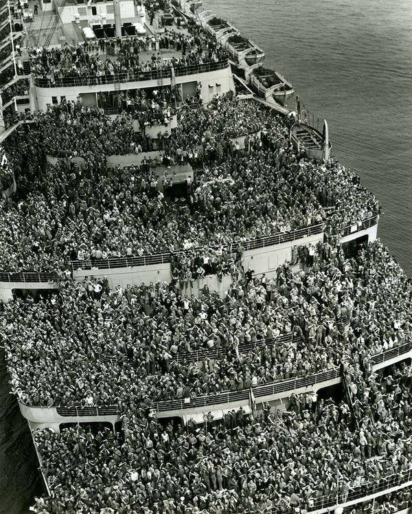The Liner, 'Queen Elizabeth', bringing American troops into the New York Harbor, at the end of WWII. http://t.co/IjMzPWPnZ5