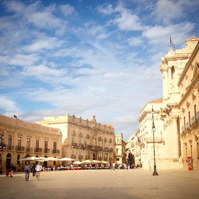 Majestic Sicily RT Piazza Duomo Siracusa #duomo #siracusa #sicily #italianescape http://t.co/Tda5EK6Oa7
