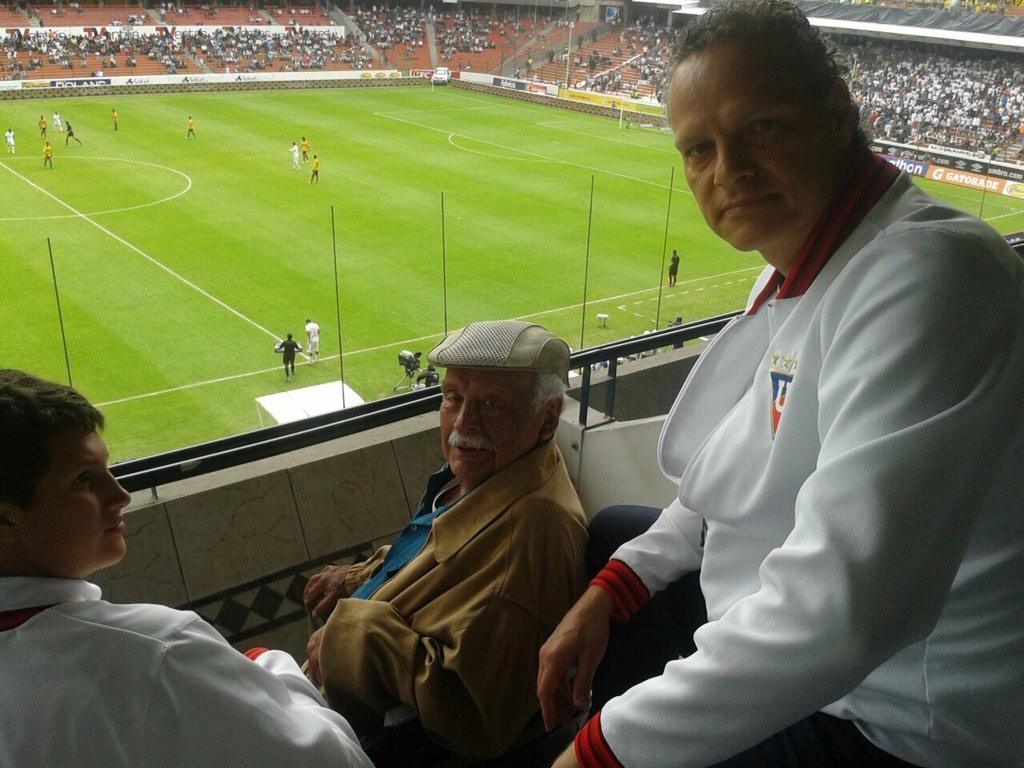 """Radio La Red 102.1FM on Twitter: """"Esteban y Rodrigo Paz en la suite del  Estadio Casa Blanca. En este momento está jugando el equipo de reserva de  la U http://t.co/kfDbLcHF3M"""""""