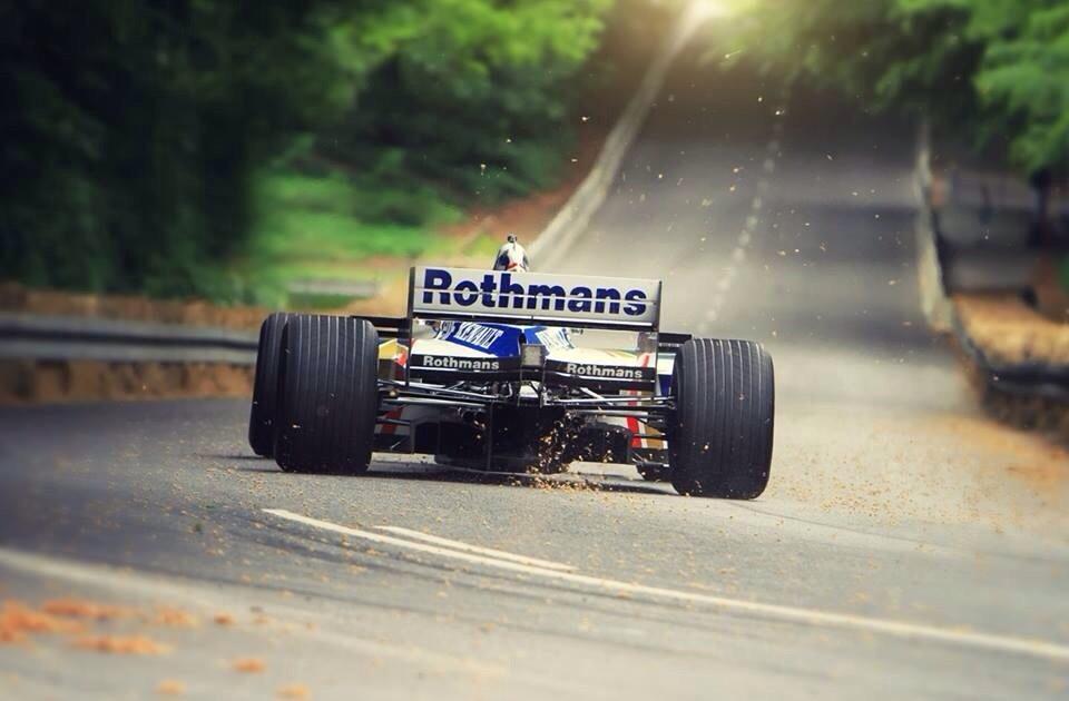 Se acabó la F1. En realidad se acabó hace años. http://t.co/Kup3aVgioK