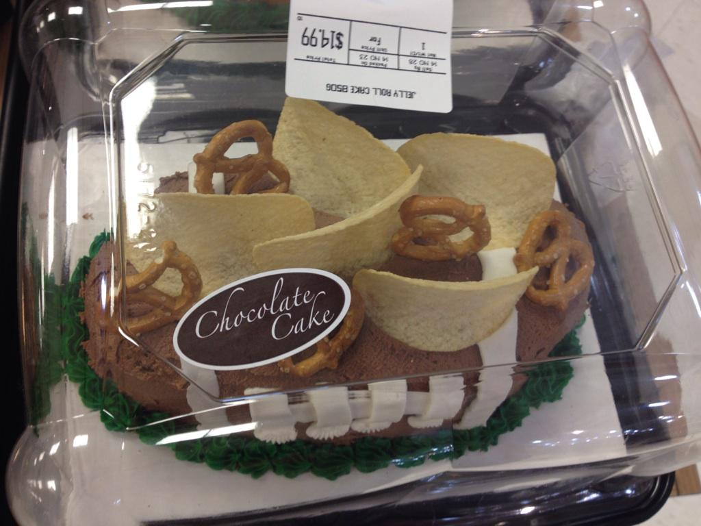 @cakewrecks bwahahahaha!!! Who's bright idea was this?!?! http://t.co/oGCoVn1RyS