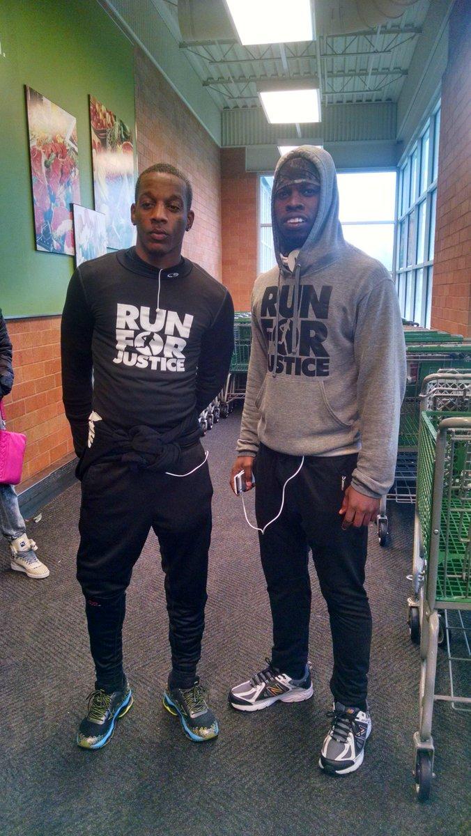 """2 Atlanta men ran 550 miles from Atlanta to Ferguson for Michael Brown's memorial. http://t.co/SIyEcFgaih"""""""