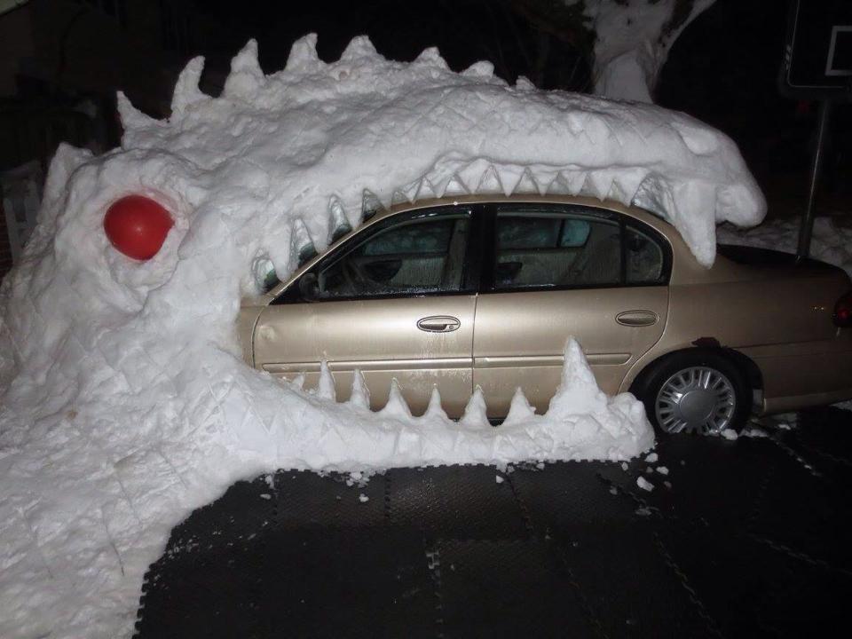 Mikaela Lake sent us this photo from Hamburg. She's making the best of being trapped in her driveway! http://t.co/TJ2OOqmedV