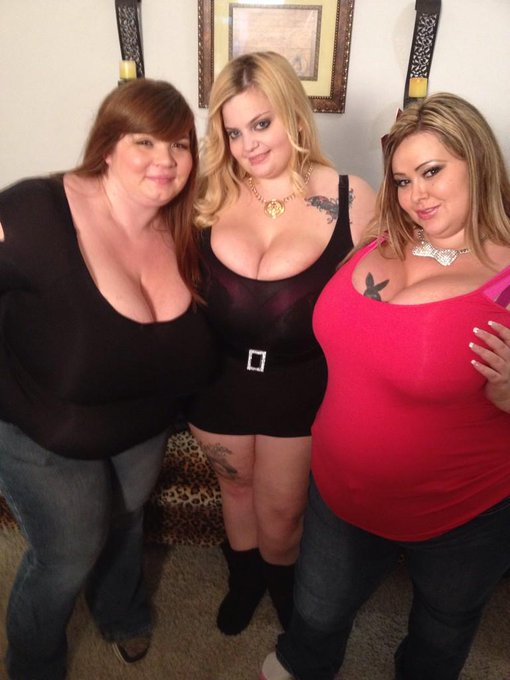 1 pic. Me @SashaaJuggs1 and @LexxxiLuxe last night b4 going to @clubbubbles714 @ClubBubbles http://t