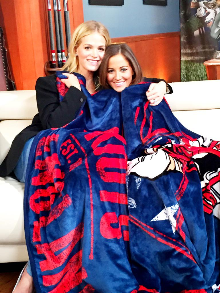 RT @heykayadams: Just two chi-city gals cozying up under a @Patriots blanket. Scoop one from @ErinHeatherton on @HSN this Turkey Day! http:…