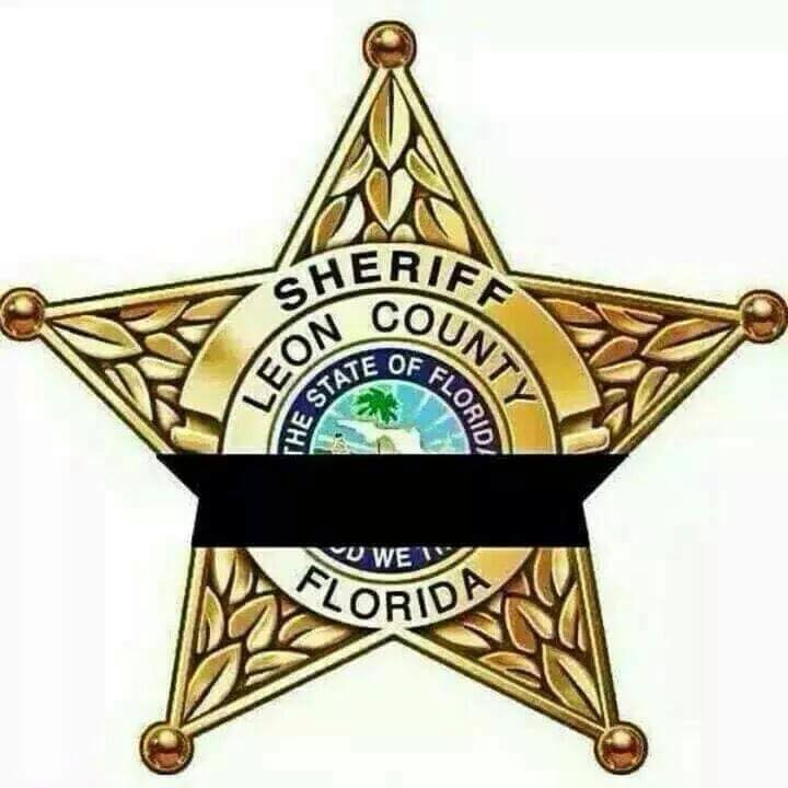 Public candlelight vigil to honor fallen LCSO Deputy Chris Smith will be hosted Monday 7PM at Dick Howser Stadium. http://t.co/t6DIpgJAoM