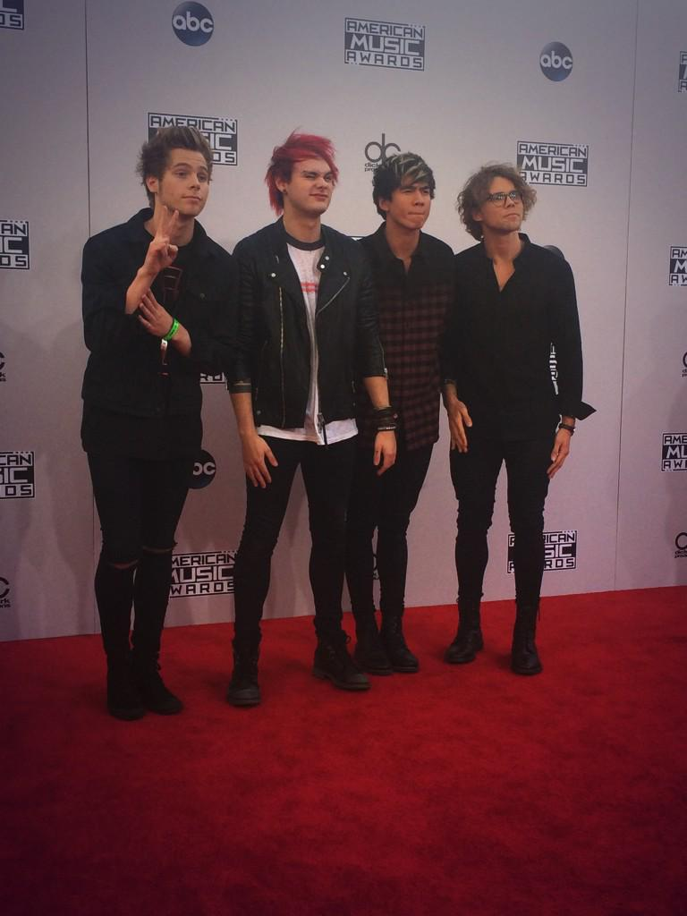 Oh hey @5SOS! Can't wait for your #AMAs performance tonight! #TWCAMAAccess http://t.co/7yMmjrVKdc