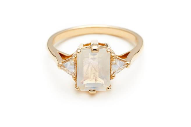 It's engagement season! And all 20 of these rings are under $3000: http://t.co/NymWn76kIo http://t.co/AmgTVHXM43