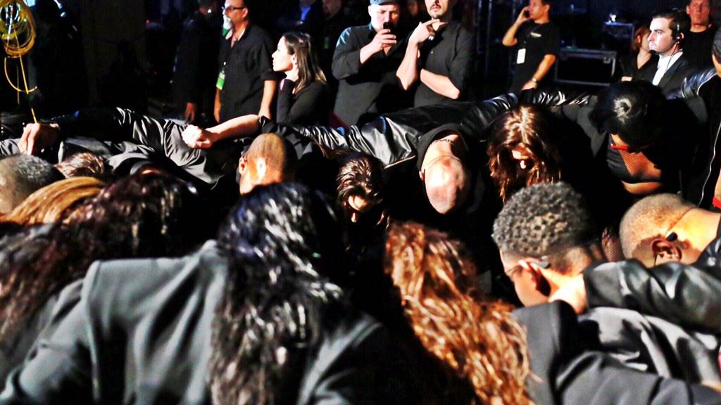 Prayer moment with @jlo & @JLoDancers before jumping on stage ... familia