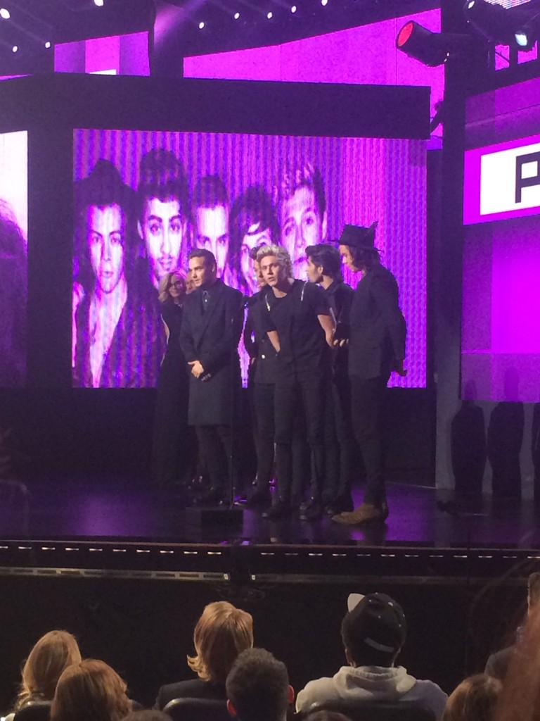 All about boy bands! @onedirection wins best pop/rock album! #AMAs #TWCAMAAccess http://t.co/Z8Z8hfElkm