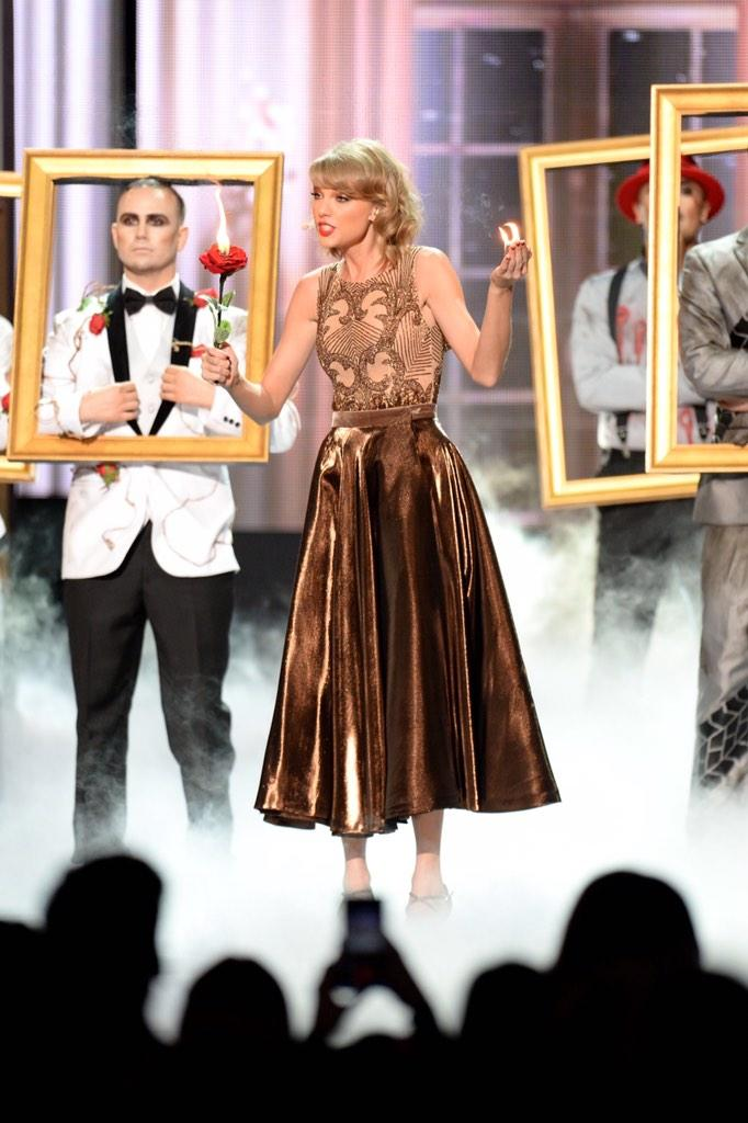 Congratulations to @taylorswift13 on being awarded @TheAMAs Dick Clark Award for Excellence! #AMAs http://t.co/bBqNb8P52o