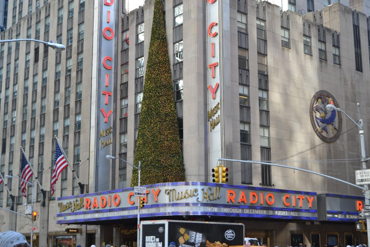 My family had THE BEST TIME @ Radio City Christmas Spectacular. Read my review http://t.co/PAbZY2sGao @RCChristmas http://t.co/IfhnAoCIUH