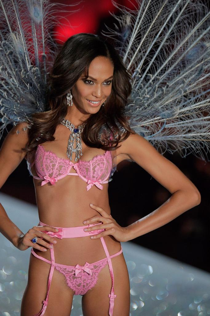 This is what it takes for a normal woman to become a Victoria's Secret Angel: http://t.co/l0UquCe8hq http://t.co/uv1FqIP4PL