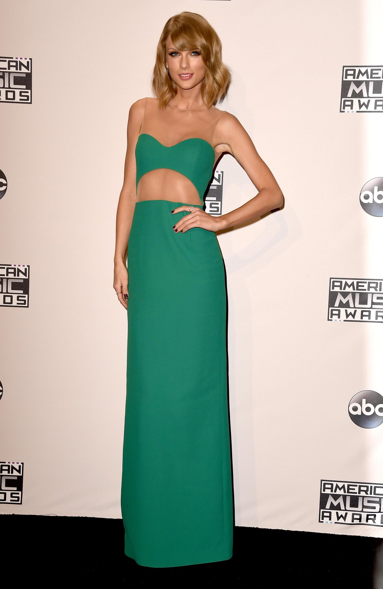 Taylor Swift, Karlie Kloss, Kendall Jenner - all the pictures from the #AMAs2014 last night http://t.co/geSd50o1ji http://t.co/05tAit6ArQ