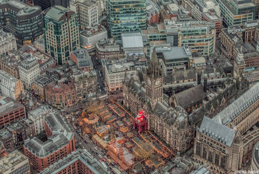 RT @BBCEngland: England's Big Picture: A view of the Christmas market in Manchester taken by the police helicopter @NPAS_Barton http://t.co…