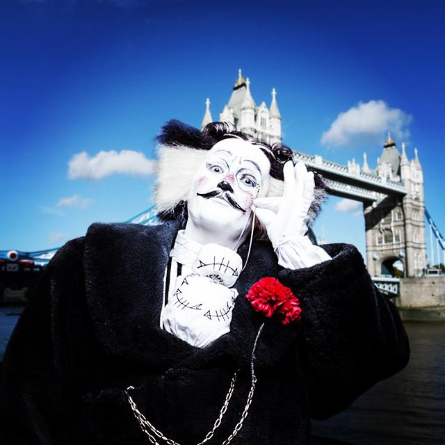 Keep your eyes peeled for our Cat about town - #BustopherJones  is back in London! #CatsLondon http://t.co/UD8q83Xvec